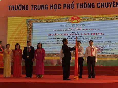 Hai Phong: Truong THPT Nang khieu Tran Phu nhan Huan chuong Lao dong hang nhat - Anh 1
