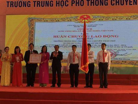 Hai Phong: Truong THPT Nang khieu Tran Phu nhan Huan chuong Lao dong hang nhat - Anh 2