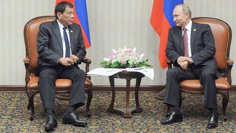 Hoi dam voi ong Putin, ong Duterte 'to' phuong Tay bat nat nuoc be - Anh 1