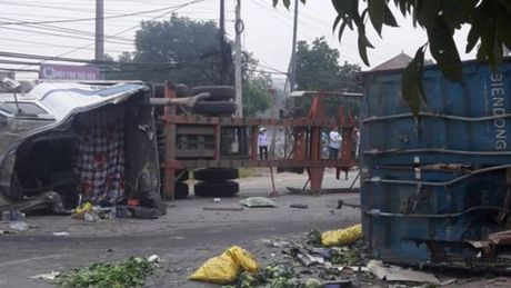 Xe tai dam container, 2 nguoi tu vong - Anh 1