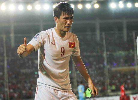 Nuoc mat Cong Vinh va ban thang tang thay - Anh 1