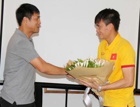 Nuoc mat Cong Vinh va ban thang tang thay - Anh 2