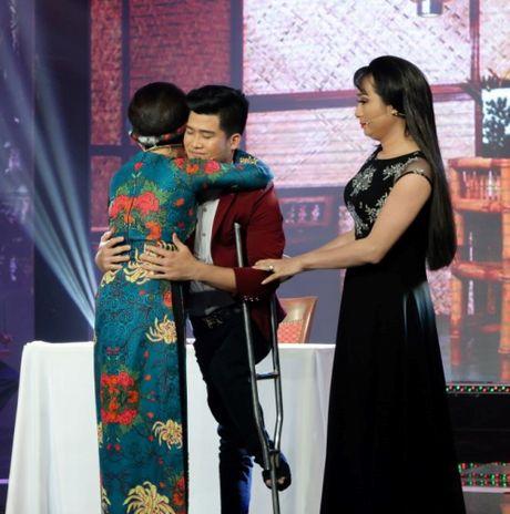 Ngoc Huyen bi Kim Tu Long lien tuc 'chat chem' tren ghe nong - Anh 4
