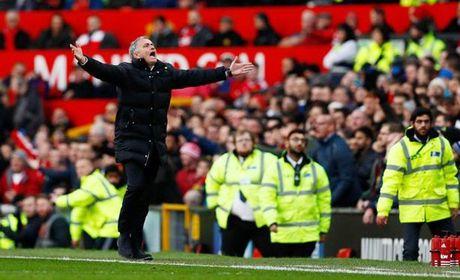 Mourinho than tho: Sao MU 'den' the ha troi? - Anh 2