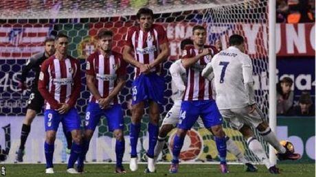 Zidane: 'Can gi hat-trick, Ronaldo van am Qua bong vang' - Anh 1