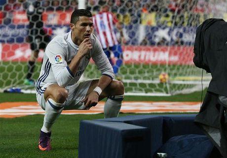 Zidane: 'Can gi hat-trick, Ronaldo van am Qua bong vang' - Anh 2
