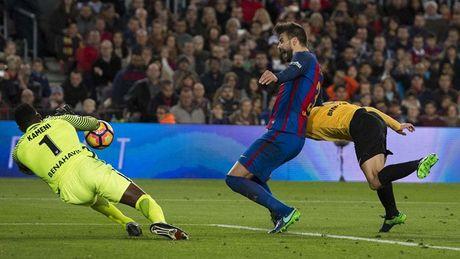 Trong tai xu dep Barca va Atletico, trao luon Cup cho Real? - Anh 2