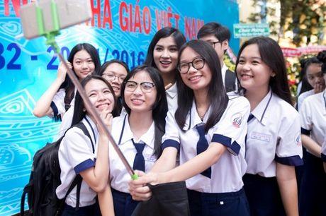 Ngay Nha giao Viet Nam 20/11: Kim Tuyen rang ro ve tham truong cu - Anh 11
