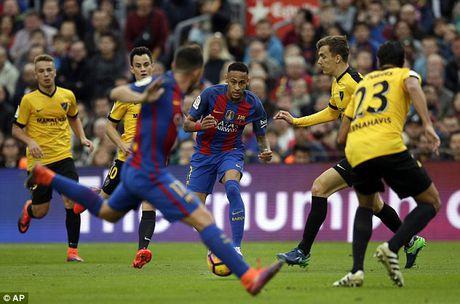 Vang Messi va Suarez, Barcelona hoa that vong Malaga - Anh 2