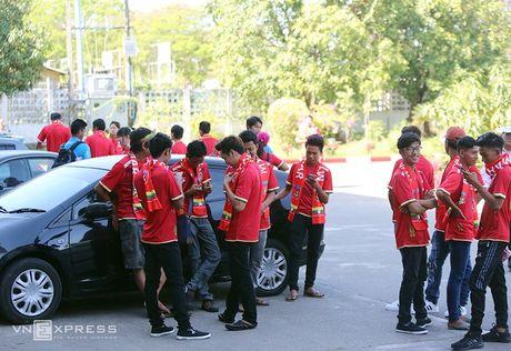 [Anh]: CDV Viet Nam bi lam kho truoc tran gap Myanmar - Anh 4