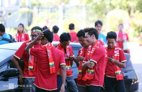 [Anh]: CDV Viet Nam bi lam kho truoc tran gap Myanmar - Anh 5