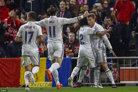 Atletico Madrid 0-3 Real Madrid: Ronaldo lap hat-trick sieu hang, giup Real bo xa Barca - Anh 1