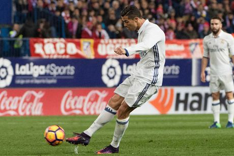 Ronaldo: 'Toi muon gianh Bong vang chu. 2016 la nam hay nhat cua toi' - Anh 2