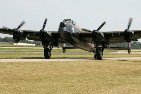 Su dang so cua may bay nem bom Avro Lancaster Mk. X noi tieng - Anh 11