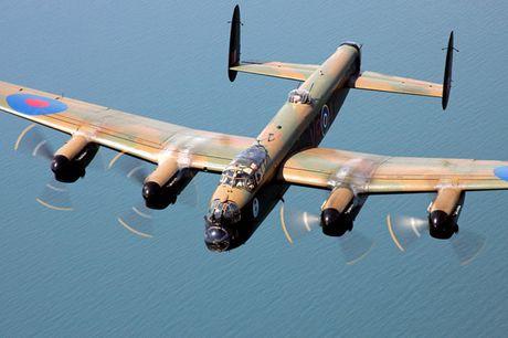 Su dang so cua may bay nem bom Avro Lancaster Mk. X noi tieng - Anh 1