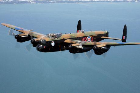 Su dang so cua may bay nem bom Avro Lancaster Mk. X noi tieng - Anh 5