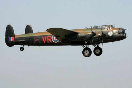 Su dang so cua may bay nem bom Avro Lancaster Mk. X noi tieng - Anh 7
