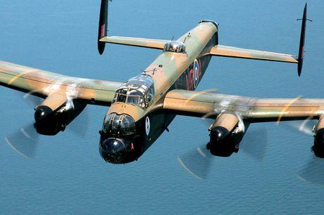 Su dang so cua may bay nem bom Avro Lancaster Mk. X noi tieng - Anh 8
