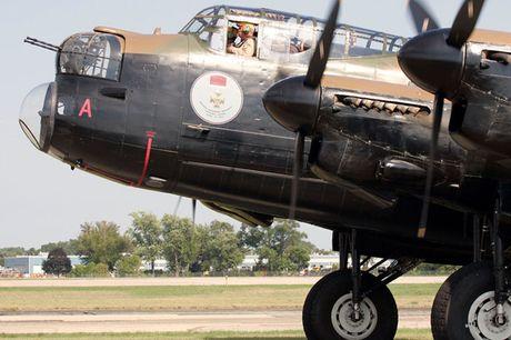 Su dang so cua may bay nem bom Avro Lancaster Mk. X noi tieng - Anh 9