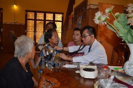 Nghia tinh Viet Nam voi kieu bao va nguoi dan ngheo Campuchia - Anh 1