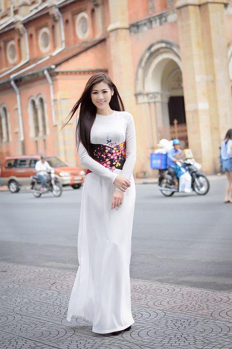Ngan ngo ngam giai nhan Viet tha dang voi ta ao trang - Anh 9
