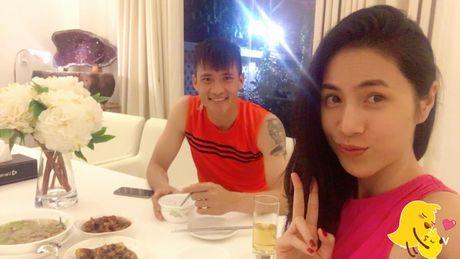 Thuy Tien khoe con gai giau mat biet khan cho bo Cong Vinh ghi ban - Anh 2