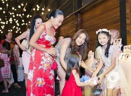 Truong Ngoc Anh cung Tran Bao Son mung sinh nhat con gai - Anh 18