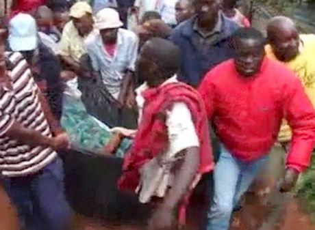 Kenya: Cap doi ngoai tinh 'dinh chat', ca lang keo den xem - Anh 1