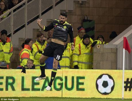 Antonio Conte dua Diego Costa len may sau tran thang Middlesbrough - Anh 1