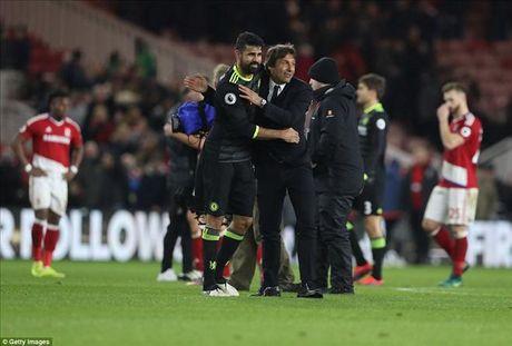 Antonio Conte dua Diego Costa len may sau tran thang Middlesbrough - Anh 2