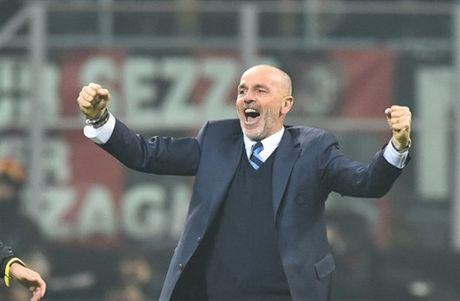 Man ruot duoi ty so ngoan muc trong tran Derby Milano - Anh 10