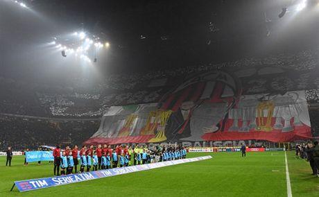 Man ruot duoi ty so ngoan muc trong tran Derby Milano - Anh 1