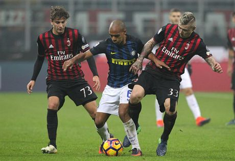 Man ruot duoi ty so ngoan muc trong tran Derby Milano - Anh 2