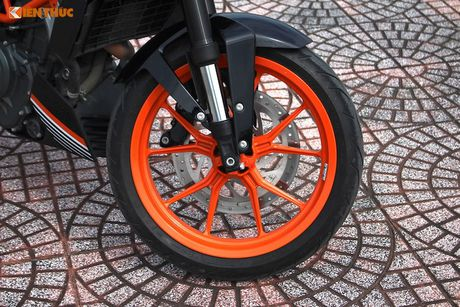 Cam lai 'xe no' KTM Duke 390 gia 155 trieu tai VN - Anh 4