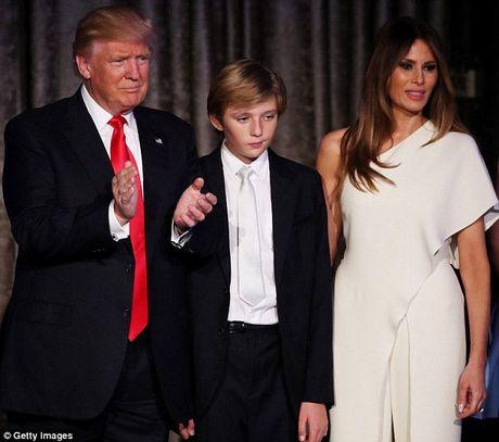 Vo con Tong thong dac cu Donald Trump van o lai New York - Anh 1