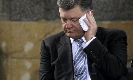 Tong thong Ukraine Poroshenko bi tham van 6 tieng dong ho - Anh 1
