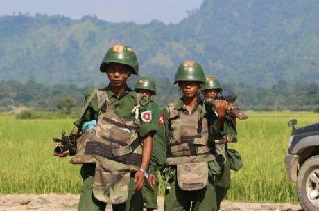 Myanmar: Danh bom, giao tranh lam 8 nguoi chet - Anh 1