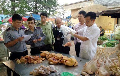 Kiem tra an toan thuc pham tai cho dau moi Minh Khai - Anh 1
