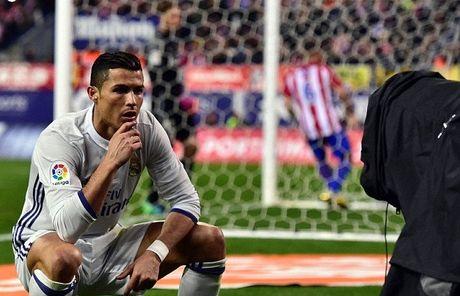 Ronaldo lai bi che gieu ve cach an mung moi - Anh 1