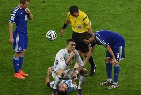 Ronaldo lai bi che gieu ve cach an mung moi - Anh 4