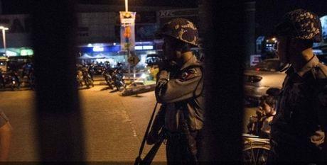 Myanmar: Xay ra 4 vu no tai sieu thi o Yangon - Anh 1