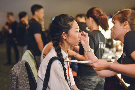 Cafe Sang voi VTV3: Hau truong dac biet cua Vietnam International Fashion Week 2016 - Anh 1