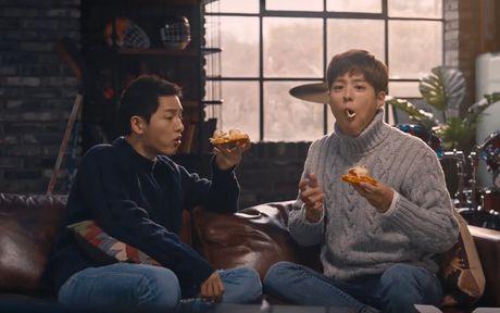 Fan do xo di an Pizza vi Song Joong Ki - Anh 1