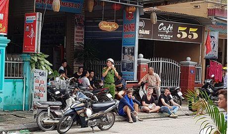 Du khach hoang loan vi chay khach san 5 tang o Hue - Anh 1