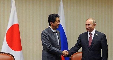 "Thu tuong Nhat Abe chuyen sang goi ong Putin la ""ban"" - Anh 1"