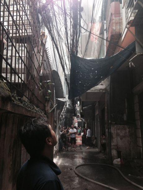 Dang chay lon o pho Tran Khat Chan, Ha Noi - Anh 1