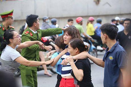 Chay kho hoa chat, lua lan sang cac nha ben canh - Anh 2