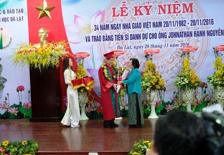 Doanh nhan Johnathan Hanh Nguyen nhan bang Tien si danh du - Anh 2
