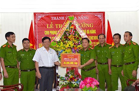 Khen thuong luc luong pha vu lua hon 2 ty dong qua facebook - Anh 1