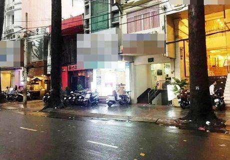 Tin nong moi nhat 21/11: 1 Viet kieu Phap tu vong trong khach san - Anh 1